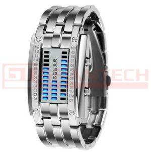 Reloj metálico con segmentos azules.